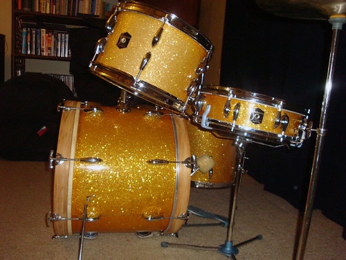 Dandy_strad_gold_kit_01